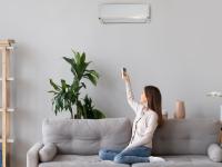 Ζεστή και καθαρή ατμόσφαιρα στο σπίτι με καθαρό κλιματιστικό