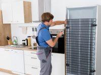 Βγάζει νερά το ψυγείο σου; Δες πώς θα το αντιμετωπίσεις