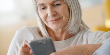 Smartphones που διευκολύνουν την τρίτη ηλικία
