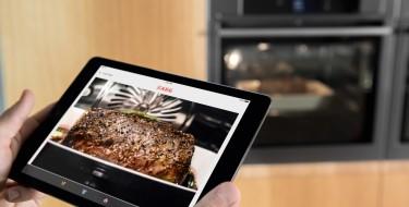 Η AEG παρουσιάζει τον πρώτο φούρνο ατμού με ενσωματωμένη κάμερα που συνδέεται με το smartphone ή το tablet σου!
