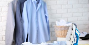 """Ατμός: Το """"κλειδί"""" για να αναβαθμίσεις τη φροντίδα των ρούχων σου"""