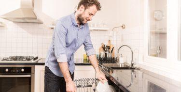 "15 tips για αυτούς που ""βαριούνται"" τις δουλειές του σπιτιού, αλλά θέλουν ένα τακτοποιημένο σπίτι"