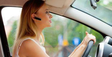 Οδήγηση και κινητό: Τι ΠΡΕΠΕΙ και τι ΔΕΝ ΠΡΕΠΕΙ να κάνουμε!