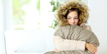 Οι 9 πιο αποτελεσματικοί τρόποι για να ζεστάνεις γρήγορα ένα κρύο δωμάτιο!