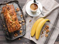 Vegan κέικ μπανάνας με καφέ και καρύδια