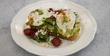 Αυγά ποσέ με αβοκάντο – Κουζίνα: Ιστορίες με τον Ανδρέα Λαγό