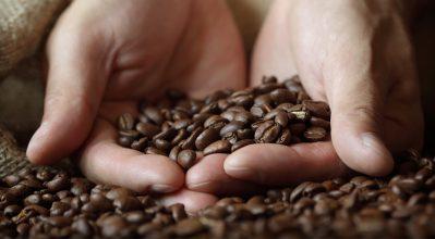Έξυπνοι τρόποι για να αξιοποιήσεις τις «μαγικές» ιδιότητες του καφέ
