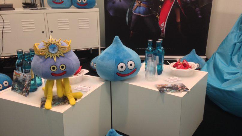 Μπαίνουμε λοιπόν να δοκιμάσουμε το Dragon Quest Heroes. Και βλέπουμε παντού Slimes (κλασικό τέρας της σειράς Dragon Quest)! #gamescom
