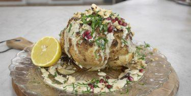 Ψητό κουνουπίδι με ρόδι και σάλτσα ταχίνι – Κουζίνα: Ιστορίες με τον Ανδρέα Λαγό