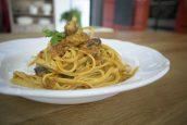 Λιγκουίνι με σάλτσα από λιαστές ντομάτες & μανιτάρια – Γιώργος Τσούλης – Chef στην Πρίζα
