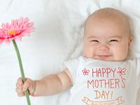 Νέα μαμά: Η πρώτη σου Γιορτή της Μητέρας!