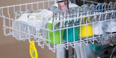 Τα 6 πιο συνηθισμένα λάθη που κάνεις στο πλυντήριο πιάτων
