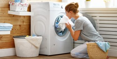 Μύθοι στο πλύσιμο ρούχων που αυξάνουν την κατανάλωση νερού και ρεύματος