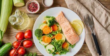 Ψάρι με λαχανικά στον ατμό