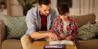 Πώς το παιδί δεν θα χάσει επαφή με το διάβασμα