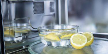 Πώς θα απαλλαγούμε από τις δυσάρεστες μυρωδιές της κουζίνας