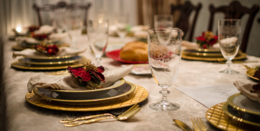 Γιορτινό τραπέζι: Πώς να το στρώσεις σωστά!