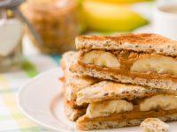 Τοστ με μπανάνα, μέλι και φιστικοβούτυρο