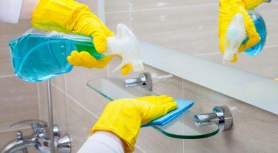 """Τα πιο αποτελεσματικά tips για να """"τρίζει"""" από καθαριότητα το μπάνιο σου!"""