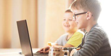 Πώς μπορώ να μάθω στα παιδιά μου να χρησιμοποιούν με ασφάλεια το Internet;