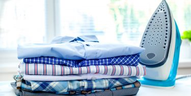 Τα καλύτερα tips για να νικήσεις τη «μάχη» με το σιδέρωμα!