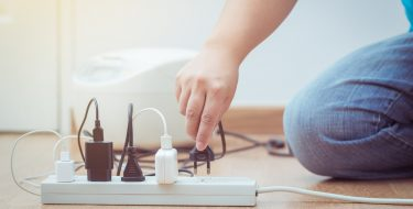 Προστασία συσκευών από υπέρταση ή διακοπή ρεύματος