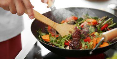 Εύκολο, γρήγορο και υγιεινό μαγείρεμα με τηγάνι wok