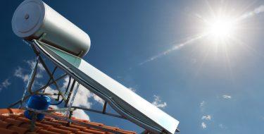 Ηλιακός θερμοσίφωνας: 89% μικρότερη επιβάρυνση στους λογαριασμούς του ηλεκτρικού