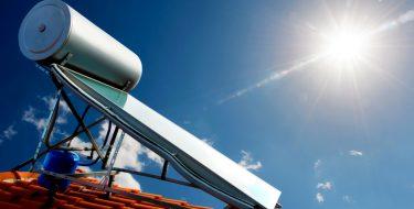Ηλιακός θερμοσίφωνας: Οι λόγοι που ΔΕΝ πρέπει να βγαίνει «εκτός μάχης» το χειμώνα!