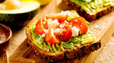3 πεντανόστιμες κι εύκολες συνταγές για πρωινό!