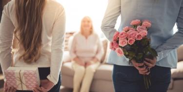 Πες χρόνια πολλά στη μαμά σου, με μικρές εκπλήξεις της τελευταίας στιγμής