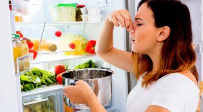 5 τρόποι για να απαλλαγείς απ' τις οσμές στο ψυγείο σου!