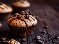 Κεκάκια με καρύδια, σοκολάτα και γεύση καφέ