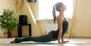 Yoga στο σπίτι: 12 tips για να την κάνεις σωστά!