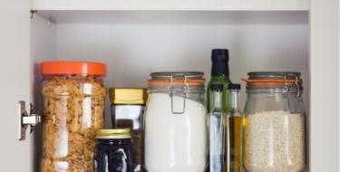 Τα απαραίτητα ξηρά τρόφιμα στο ντουλάπι