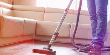 Πέντε ρύποι που θα βγάλουν εκτός μάχης την ηλεκτρική σου σκούπα