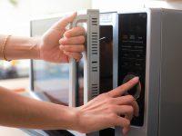 Φούρνος Μικροκυμάτων: Δέκα χρήσεις που θα σου λύσουν τα χέρια