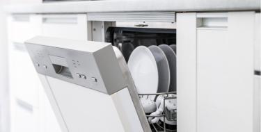 Καταρρίπτουμε τους μύθους για τα πλυντήρια πιάτων