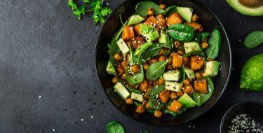 Συνταγές για χορταστικές φθινοπωρινές σαλάτες