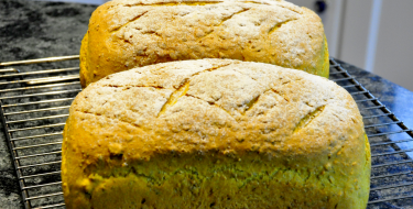 Ψωμί ζυμωτό με κουρκουμά και ηλιόσπορους