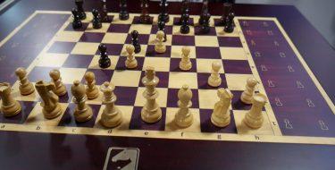 CES 2018- Το Square Off είναι μια σκακιέρα με πιόνια που μετακινούνται μόνα τους