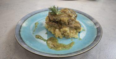 Λεμονάτο χοιρινό με πιρουνάτες πατάτες – Κουζίνα: Ιστορίες με τον Ανδρέα Λαγό